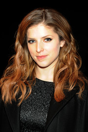 Anna Kendrick attended the Philosophy by Natalie Ratabesi fashion show wearing her hair in gorgeous, piecey waves.