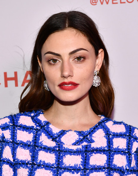 Phoebe Tonkin Red Lipstick [hair,face,lip,hairstyle,eyebrow,beauty,electric blue,premiere,eyelash,neck,phoebe tonkin,@welovecoco,chanel beauty house,california,los angeles,chanel party]