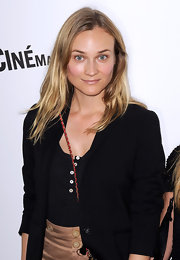 Diane Kruger paired her black blazer with medium length wavy locks.