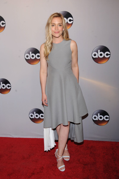 Piper Perabo Strappy Sandals [abc,clothing,dress,red carpet,carpet,fashion,cocktail dress,flooring,shoulder,footwear,joint,david geffen hall,new york city,piper perabo]