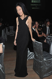 Vera Wang wore a sleek black evening dress with a loose silhouette for the Pirelli Gala.