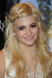 Pixie Lott showed off one of the trendiest hairstyles of the spring season. The pinned back braid is an easy way to jazz up your look.