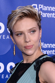 Scarlett Johansson wore her short hair in a mussed-up style when she attended the Planned Parenthood 100th anniversary gala.