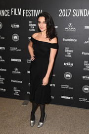 Jenny Slate brightened up her look with a pair of silver pumps.