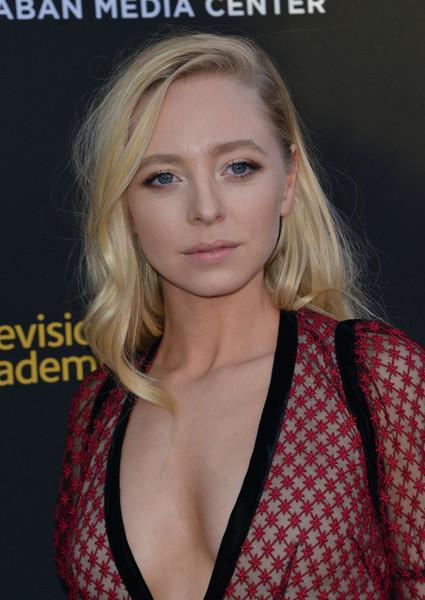 Portia Doubleday Long Wavy Cut