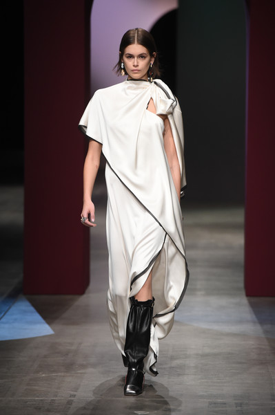 Kaia Gerber donned a flowy, asymmetrical white gown for the Ports 1961 Fall 2020 runway show.
