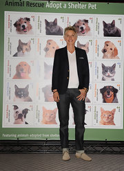 Ellen DeGeneres paired her classic jeans with a navy blazer.