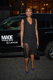 Jennifer Hudson paired her dress with stylish cobalt and silver cap-toe pumps.