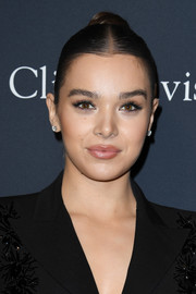 Hailee Steinfeld styled her hair into a sleek center-parted bun for the 2020 pre-Grammy gala.