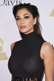 Nicole Scherzinger kept it relaxed with this messy hairstyle at the pre-Grammy gala.