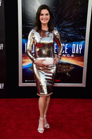 Sela Ward styled her chic dress with a Bottega Veneta Knot clutch, in white.