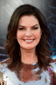 Sela Ward framed her beautiful face with this shoulder-length wavy 'do for the premiere of 'Independence Day: Resurgence.'