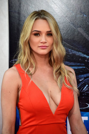Hunter King looked gorgeous with her long wavy' do and flawless makeup at the premiere of 'Independence Day: Resurgence.'