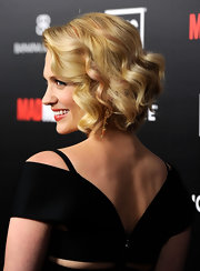 January Jones wore her blond bob in smooth spiral curls at the season five premiere of 'Mad Men.'