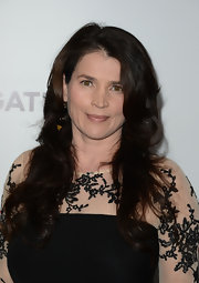 Julia Ormond stuck to a mature beauty look with long classic curls.