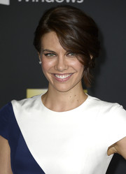Lauren Cohan looked fab at the 'Walking Dead' season 4 premiere with this eye-grazing updo.