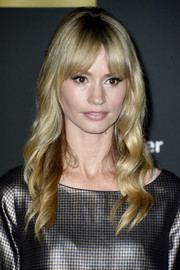 Cameron Richardson was boho-glam at the 'Walking Dead' season 4 premiere with her wavy locks and center-parted bangs.
