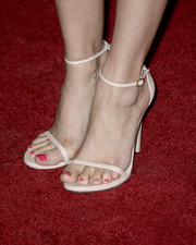 Lauren Cohan went to the 'Walking Dead' season 4 premiere wearing a pair of sexy white sandals.