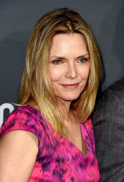 Michelle Pfeiffer made an appearance at the premiere of 'Goliath' wearing a trendy center-parted layered cut.