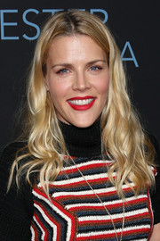 Busy Philipps wore her hair in casual waves when she attended the premiere of 'Manchester by the Sea.'