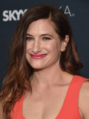 Kathryn Hahn sported edgy-glam waves at the premiere of 'Transparent' season 2.