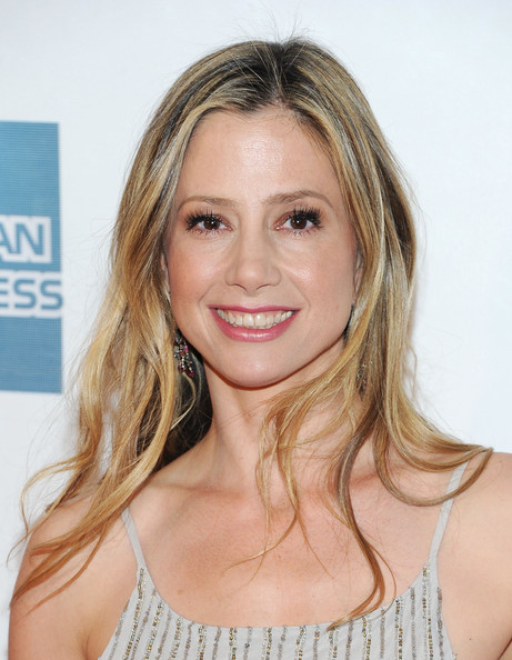 More Pics of Mira Sorvino Long Wavy Cut (1 of 20) - Long Wavy Cut Lookbook - StyleBistro
