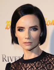 Victoria Summer looked classic and stylish with her bob at the premiere of 'Bachelor Lions.'