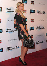 Pairs Hilton showed off her printed tote while hitting the red carpet in Hollywood.