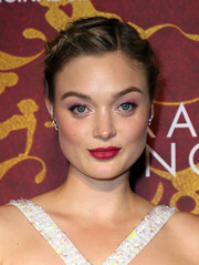 Bella Heathcote went for a sweet beauty look with a swipe of pink eyeshadow.