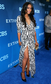 Tami Roman looked divine in a black-and-white printed wrap dress at the premiere of 'Extant.'