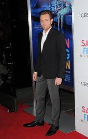 Ewan McGregor looked charming in this mixed suit ensemble at the 'Salmon Fishing in the Yemen' premiere.