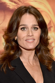 Robin Tunney attended the premiere of 'My All American' wearing a center-parted wavy 'do.