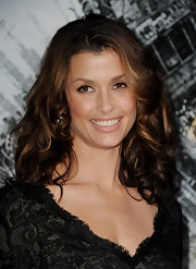 Bridget Moynahan attended the premiere of 'Battle: Los Angeles' with tousled curls. Her honey-brown highlights did a terrific job of accenting her curls.