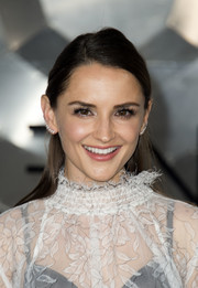 Rachael Leigh Cook styled her tresses into a simple half-up 'do for the premiere of 'Passengers.'
