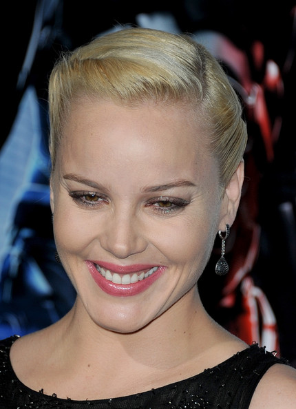 Abbie Cornish attended the 'Robocop' premiere wearing her hair in a modified French twist.