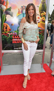 Eva la Rue was casual yet chic in a printed off-the-shoulder top and skinny pants at the premiere of 'Cloudy with a Chance of Meatballs 2.'