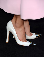 Jessica's Louis Vuitton cap-toe pumps were a sophisticated addition to her evening gown.