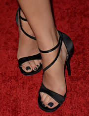 Kate Walsh showed off her black pedi with a pair of stylish black strappy sandals.