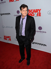 Charlie Sheen chose a classic black suit for his red carpet look at 'Scary Movie 5.'