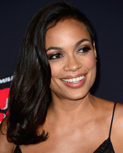Rosario Dawson kept it simple with this subtly wavy, side-swept hairstyle at the 'Sin City: A Dame to Kill For' premiere.