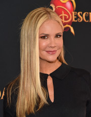 Nancy O'Dell opted for a simple yet stylish straight 'do when she attended the premiere of 'Descendants.'