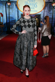 For her shoes, Karen Gillan chose a pair of classic black pumps by Jimmy Choo.