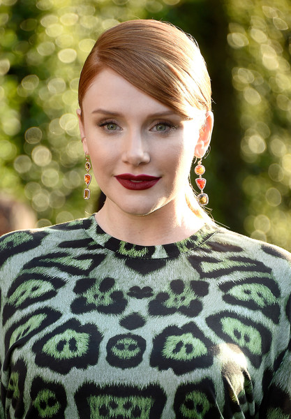 Bryce Dallas Howard went sexy with her beauty look, choosing a bold red hue for her lips.