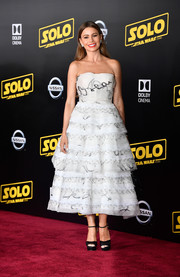 Sofia Vergara was prom-chic in a strapless white cocktail dress by Oscar de la Renta at the premiere of 'Solo: A Star Wars Story.'