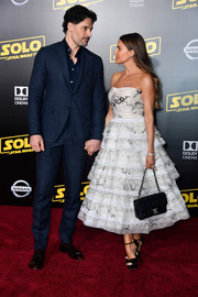 Sofia Vergara paired a Chanel quilted purse with a strapless dress for the premiere of 'Solo: A Star Wars Story.'