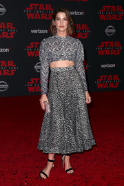 Cobie Smulders paraded her toned abs in a monochrome crop-top by Emilia Wickstead at the premiere of 'Star Wars: The Last Jedi.'