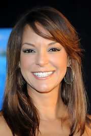 Eva la Rue complemented her stylish 'do with a pair of etched hoop earrings when she attended the 'Finding Nemo' premiere.