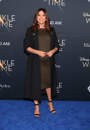 Eva Longoria kept it simple in a black Stella McCartney coat layered over a brown maternity dress at the premiere of 'A Wrinkle in Time.'