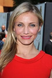 "Cameron Diaz showed off her long straight locks while hitting the premiere of ""Shrek Forever After""."