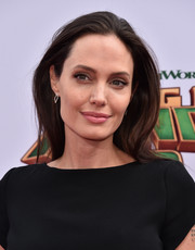 Angelina Jolie was casually coiffed with this loose, straight 'do at the premiere of 'Kung Fu Panda 3.'